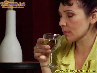 Секс со зрелой пьяной женщиной с большими сиськами
