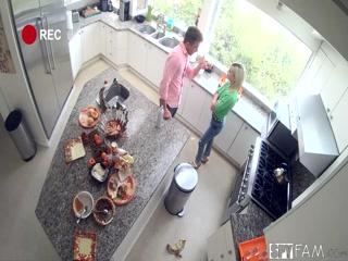 Брат трахает сестру, которая пришла к нему домой после учебы за уроками  онлайн hd