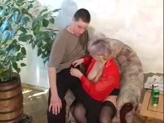 Порно видео зрелых пьяных женщин - блондинка трахнулась со своим любовником