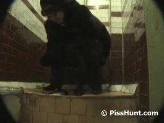 Скрытую камеру сняла зрелая женщина на вокзале