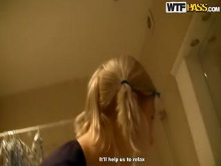 Русское порно видео с двумя девушками, которые любят сосать хуи у парней