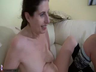 Порно кастинг лесбиянок, которые трахаются в пизду самотыком
